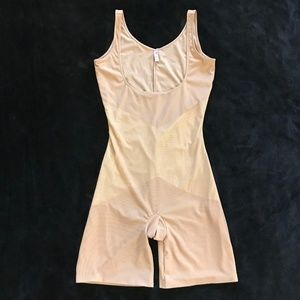 Spanx Star Power Nude Bodysuit Open Bust Gold XL